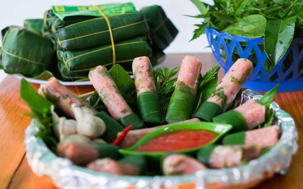 Lá chuối dùng để gói Nem Chua Thanh Hóa Gia Truyền